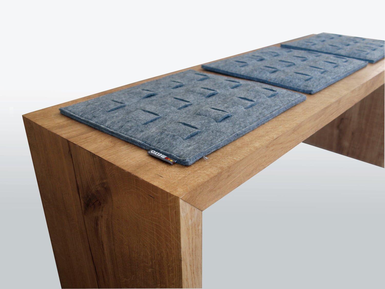klasyczna prosta ławka dębowa w minimalistycznym stylu