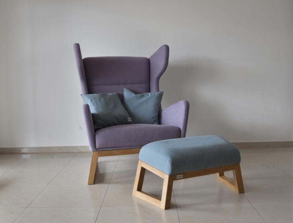 komfortowy fotel uszak z podnóżkiem Lord do salonu i do sypialni