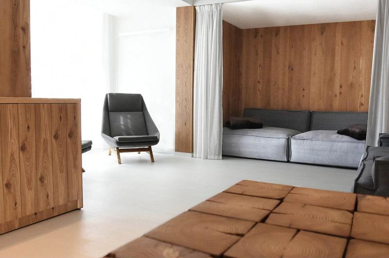 komfortowy stylowy nowoczesny fotel Mito na drewnianej podstawie tapicerowany naturalna bawełnianą tkanina , kolor szary, styl skandynawski , minimalistyczny, fotel w hotelowym spa