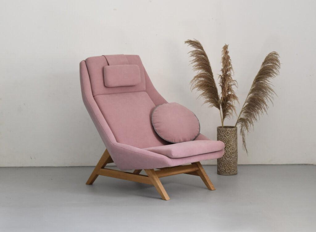różowy fotel do salonu, polski design, kobiecy fotel , wygodny fotel