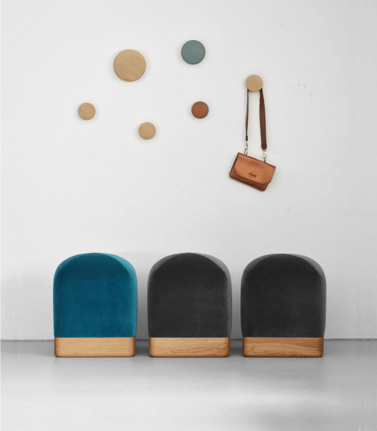 nowoczesna pufa TULIP na drewnianej podstawie, polski design, oryginalna pufa , siedzisko do przedpokoju