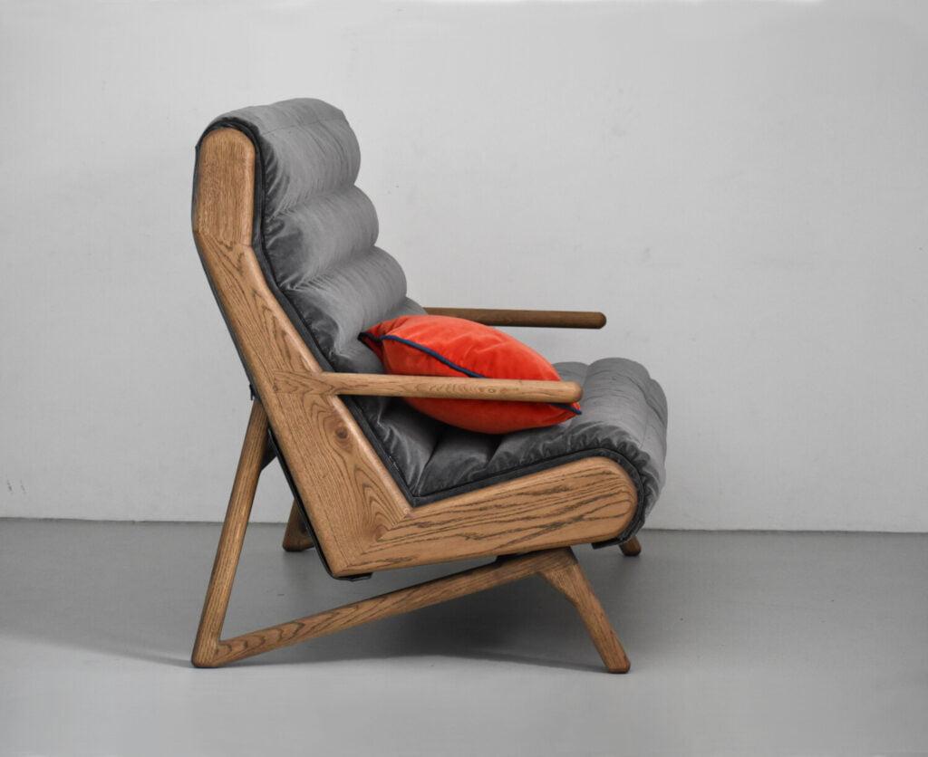 szara dębowa sofa w skandynawskim stylu, nowoczesna nierozkładana sofa z litego drewna do salonu, sofa do hotelu , szara sofa do lobby