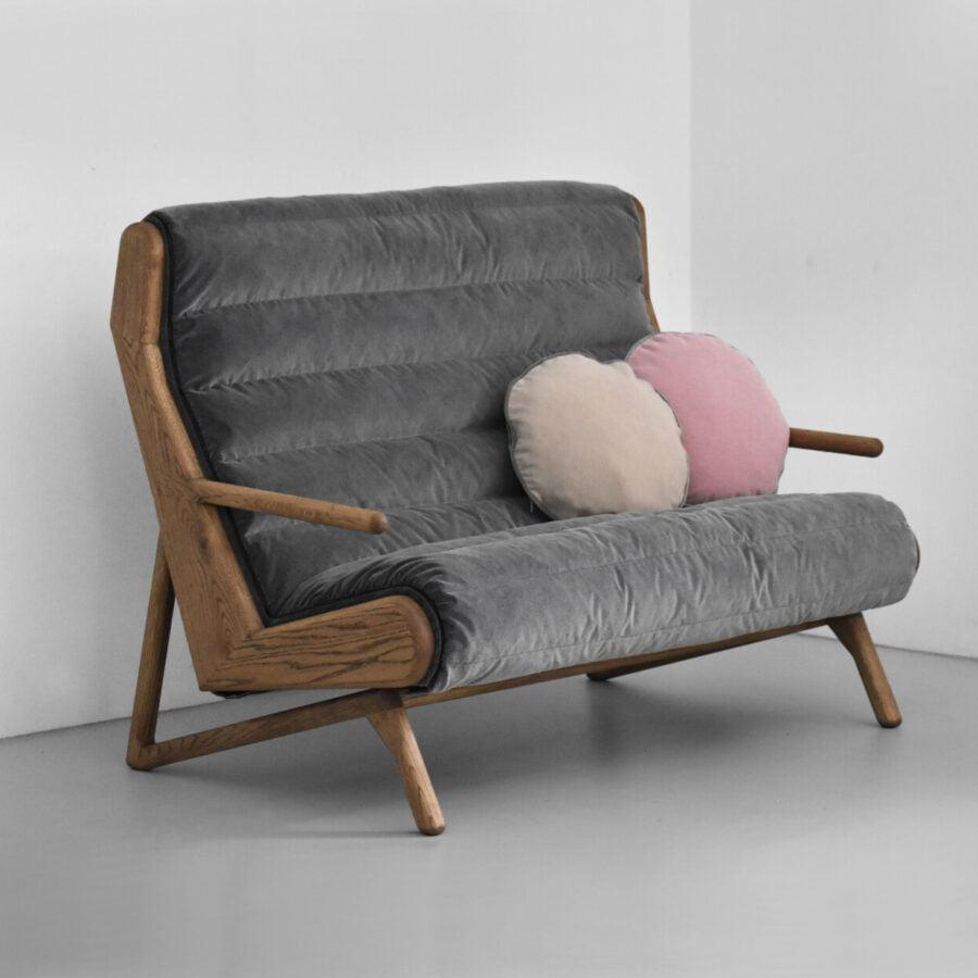 pikowaną sofa wypoczynkowa w skandynawskim stylu, miękka sofa z drewna dębowego wypełniona puchem