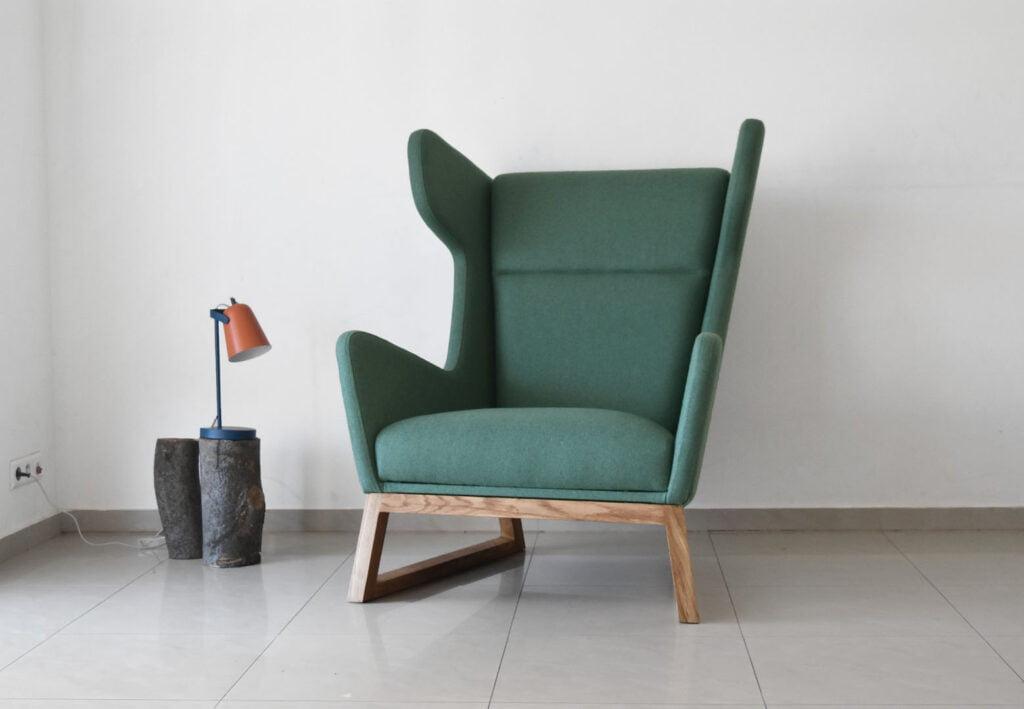 wygodny zielony fotel uszak LORD na dębowych nogach