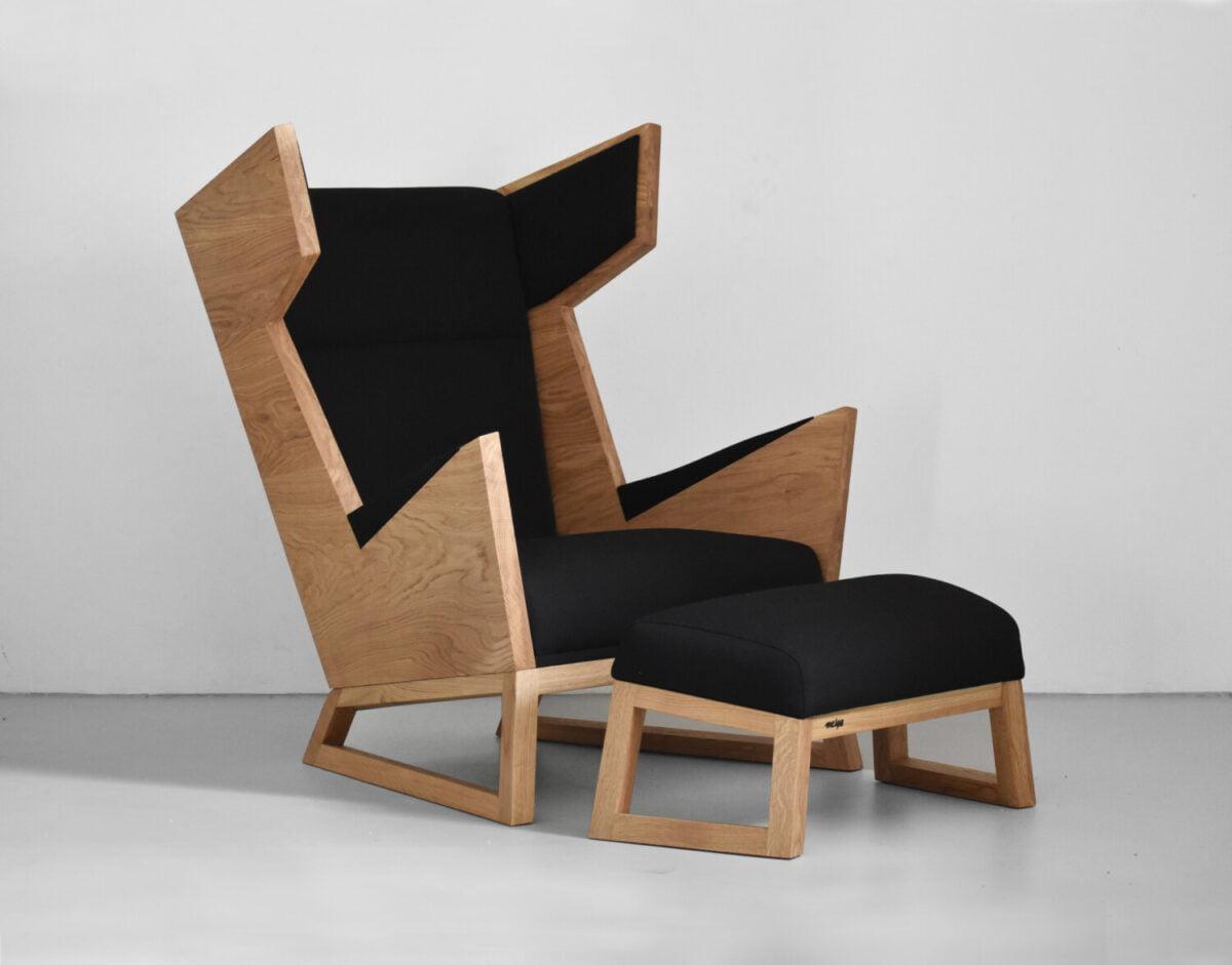 czarny fotel uszak z litego drewna dębowego. luksusowy dębowy fotel, polski design