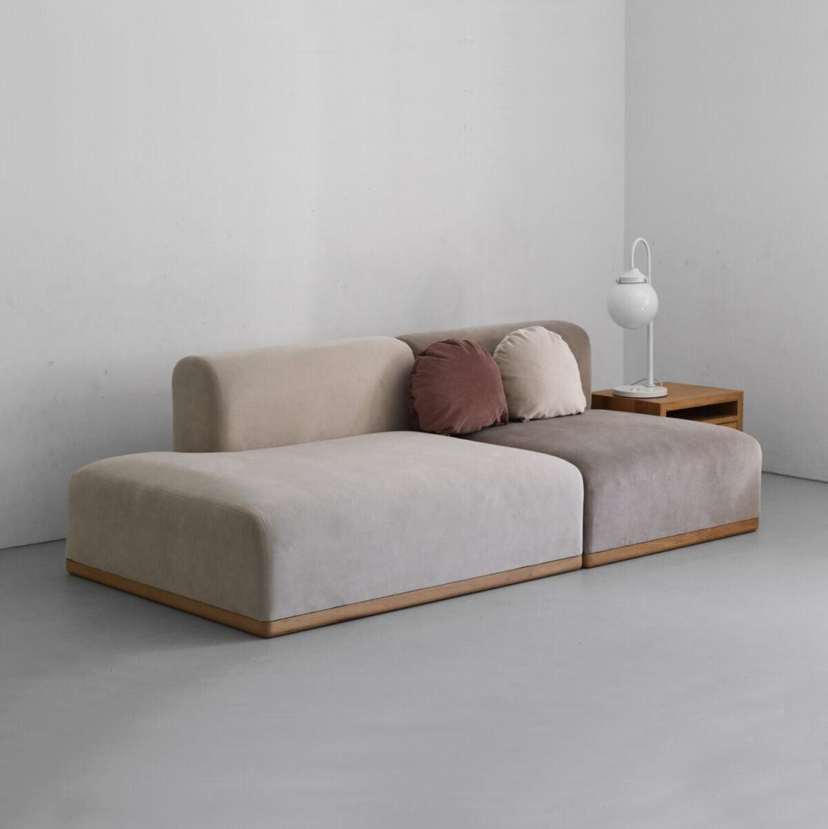 Nowoczesna minimalistyczna sofa modułowa do salonu. Nierozkładana sofa w stylu skandynawskim, beżowa sofa